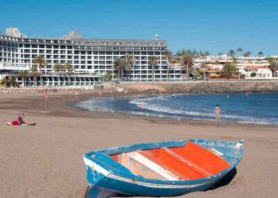 El Español – La ruina turística de Canarias: 49.000 personas en ERTE y hoteles cerrados que pierden 100.000 euros al mes
