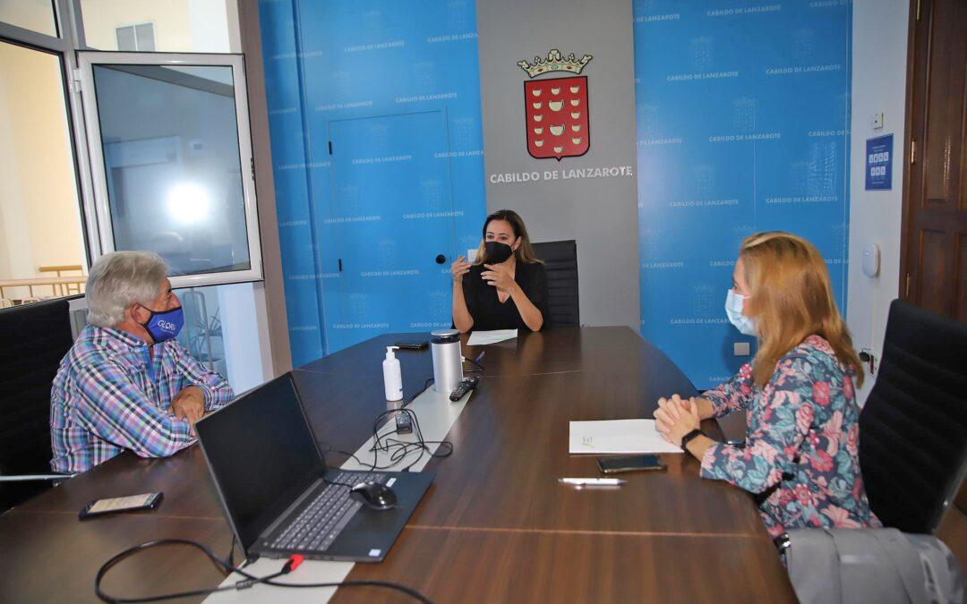 La Federación Turística de Lanzarote aborda con la presidenta del Cabildo la situación sanitaria actual y crisis turística de Lanzarote